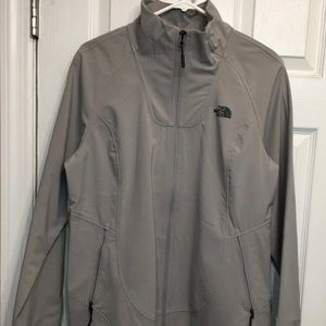 ***NWT *** Woman's XL active fit North Face jacket